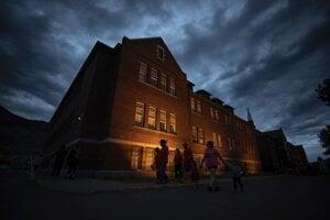 Internátna škola v meste Kamloops v kanadskej provincii Britská Kolumbia.