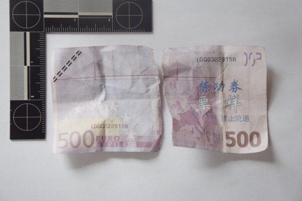 Bankovka sa opakovane vysúvala zo samoobslužnej pokladne.