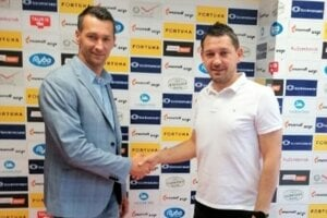 Peter Struhár (vľavo) sa stal novým trénerom Ružomberka.