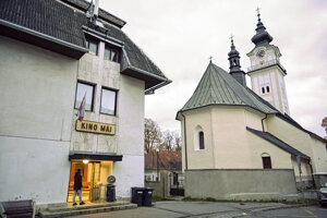 Budovu, v ktorej sídli kino Máj, chce mesto predať.