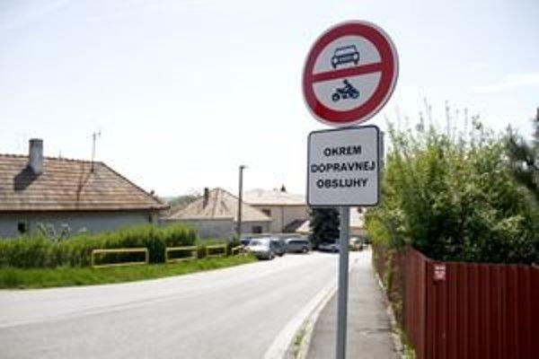 Vjazd z Levickej na Bohúňovu je zakázaný. Výnimku má len dopravná obsluha. Podľa Policajné prezídia ale značka platí len po prvú križovatku.