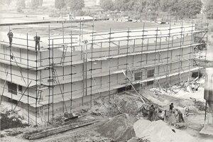 Výstavba kinosály učilišťa.