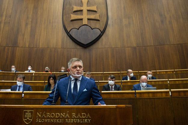 Robert Fico predstavuje návrh na odvolanie ministra vnútra Romana Mikulca.