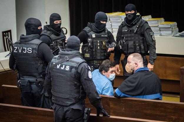 Obžalovaný Marian Kočner a jeho právny zástupca Marek Para počas prestávky.