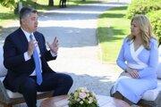 Prezidentka SR Zuzana Čaputová a chorvátsky prezident Zoran Milanovič počas prijatia v Prezidentskej záhrade.