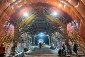 Práce v tuneli Bikoš.