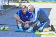 Slovenský futbalista Milan Škriniar a fyzioterapeut Marián Prelovský.