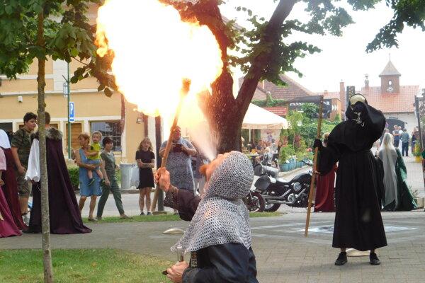 V historických častiach Bojníc ožili v sobotu 19. júna 2021 legendy z histórie mesta, zámku i regiónu.