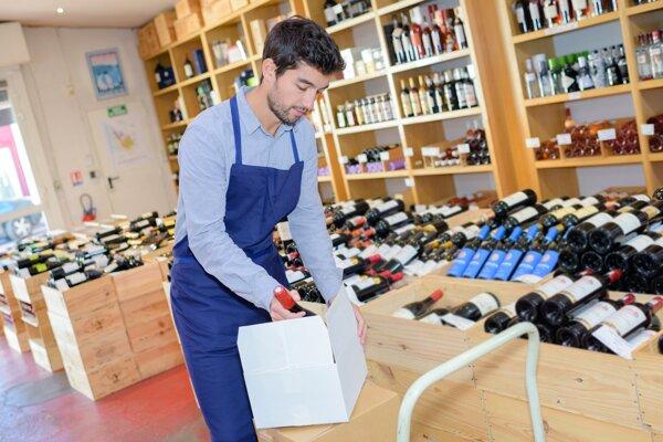 Víno kúpené cez internet sa firmy snažia zákazníkom dodať čo najrýchlejšie.