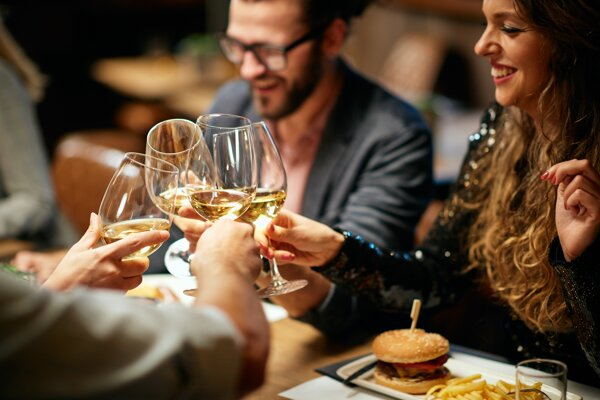Zatvorené reštaurácie dopadli aj na slovenských vinárov.