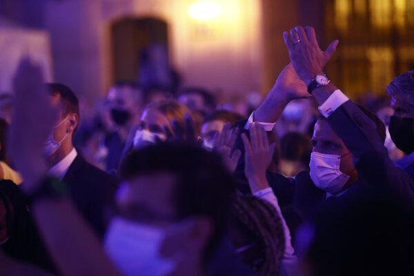 Ľudia sa zabávali na koncertoch.