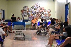 Urgentný príjem košickej nemocnice na Triede SNP zažíva nápor.