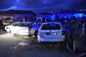 Sedem obcí na južnej Morave spustošilo tornádo.