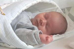 Leonard Kiss (4000 g a 51 cm) sa narodil 4. mája rodičom  Róbertovi Kissovi a Henriete Strhárovej z Plášťoviec. Doma na neho čakal braček Krištof.
