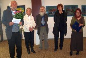 Otvorenie výstavy - zľava akademik Ján Plesník, manželia Jelenákovci, Silvia Gašičová a kurátorka Marta Hučková.