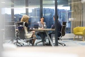 V advokácii pôsobí 42 percent žien na právnických pozíciách, zastúpenie partneriek nie je známe, ale bude nižšie.