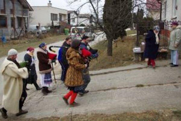 Gajdoši vyhrávali po dedine.