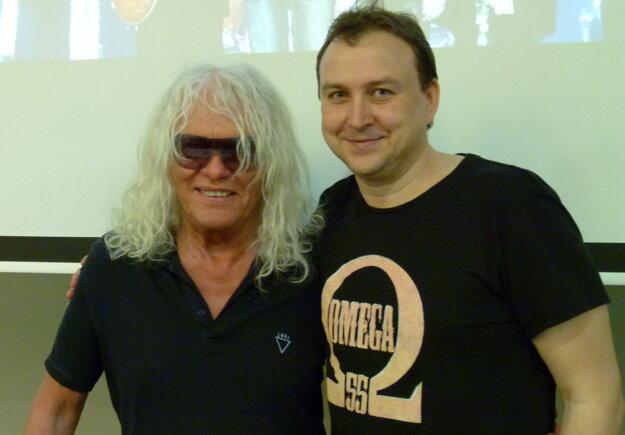 Csaba Tolnai bol veĺkým fanúšikom skupiny Omega. Na fotke spolu s János Kóborom na tlačovej konferencii v Leviciach v roku 2018.