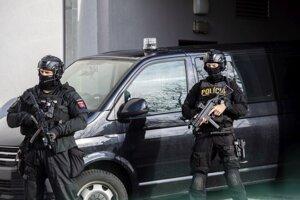 Obvinených v kauze Mýtnik privádzajú na Špecializovaný trestný súd v Pezinku 31. januára 2021.
