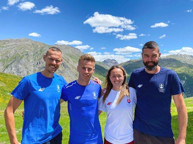 Zľava Matej Tóth, Michal Morvay, Mária Katerinka Czaková a Matej Spišiak. Chodecká tréningová skupina sa aktuálne v Taliansku pripravuje na olympiádu.
