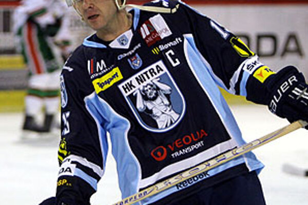 Piatkový výkon Jozefa Stümpela v zápase proti Skalici (4:2) sledoval v Nitra aréne s veľkým záujmom okrem fanúšikov aj manažér fínskeho klubu Kärpät Oulu. Čo videl, ho očividne uspokojilo. Či nadobudne odchod  Stümpela do Oulu reálne kontúry, ukážu možno