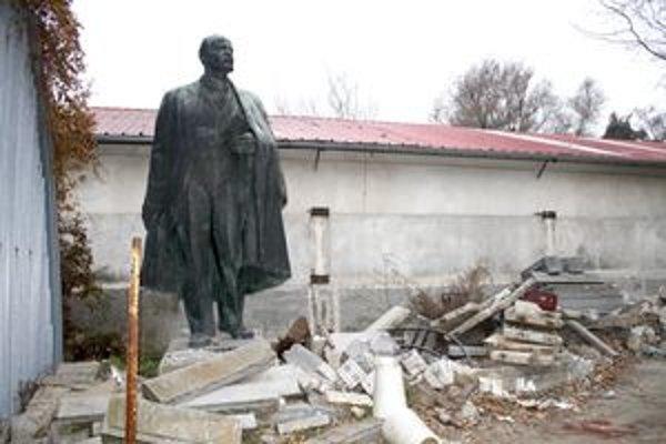 Autorom sochy Lenina je známy sochár Tibor Bártfay.