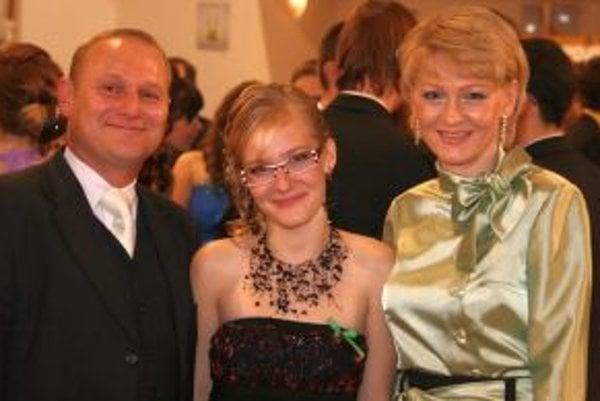 Tibor s manželkou Monikou a dcérou Monikou.