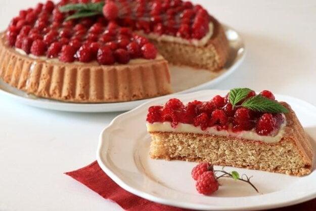 Malinový koláč s pudingom