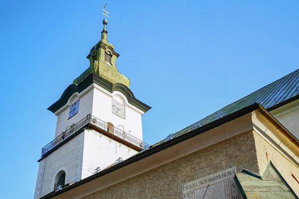 Slnečné hodiny na južnej fasáde Kostola sv. Bartolomeja vPrievidzi.