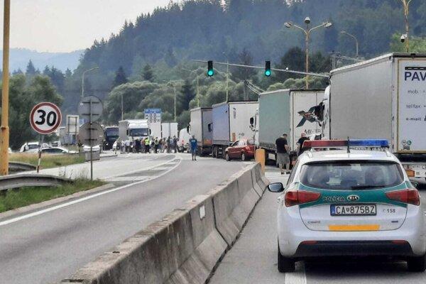 Na hraničnom priechode vo Svrčinovci štrajkujú.