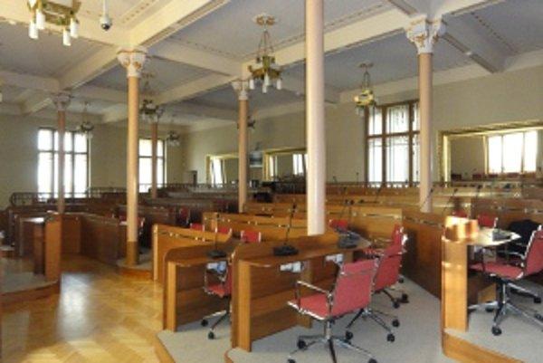 Takto vyzerá obnovená rokovacia sála. Bude v nej zasadať napríklad Rada NSK.