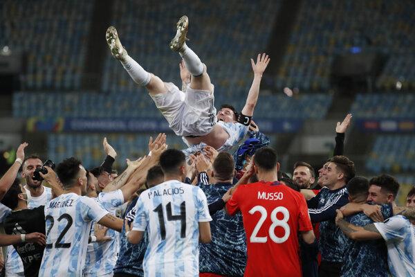 Messi lietal vo vzduchu.
