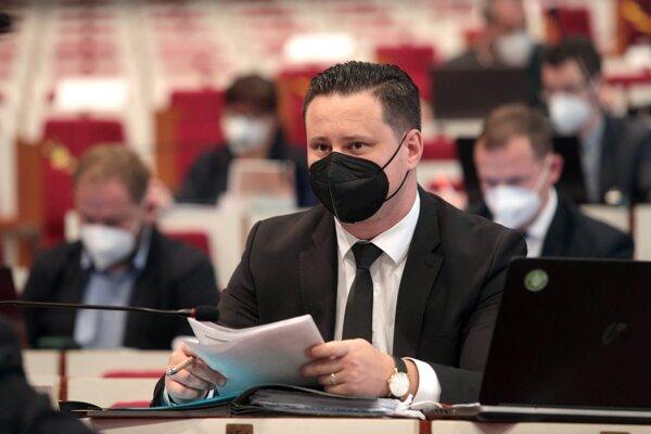 Podľa Lörinca by mal primátor pracovať v tichosti, doručiť výsledky a až potom sa prezentovať.