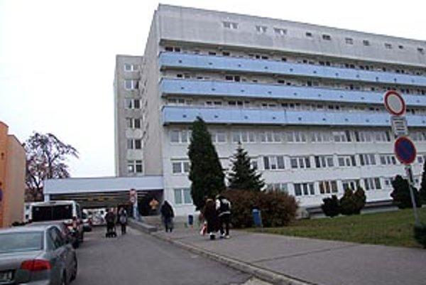 V nitrianskej nemocnici operujú len akútne stavy.