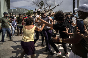 Zásah proti demonštrantom na Kube.
