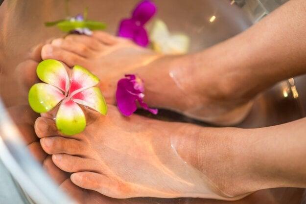 Okrem správne zvolenej obuvi by ste pri prevencii vzniku kurích ôk nemali zabúdať na hygienu a dostatočnú hydratáciu vašich nôh.