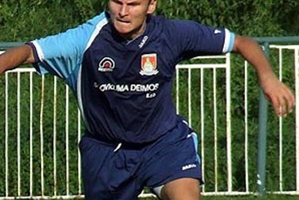 Tibor Lacko z Kráľovej n/V. strelil dva góly.