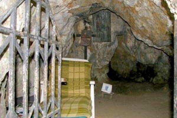 Vo Svoradovej jaskyni býva bezdomovec.