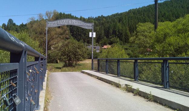 Most lásky a priateľstva pri cyklotrase medzi Krásnom nad Kysucou a Novou Bystricou.