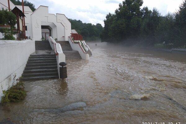 Záplavy pri Domici.