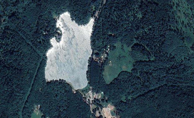 Okolie Počúvadlianskeho jazera, v ktorom má vyrásť Outdoor Family Park.