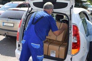 Z mochovskej elektrárne darovalo 500 potravinových balíčkov.