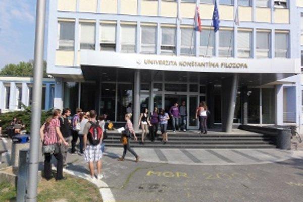 Univerzitní študenti sa vrátili do škôl.