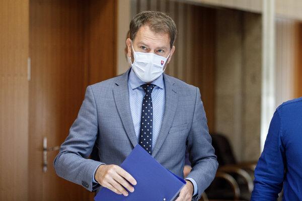 Minister financií Igor Matovič prichádza na rokovanie vlády.
