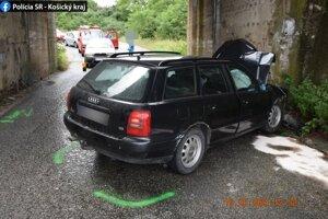 Všetci traja zranení boli posádkou v aute značky Audi.