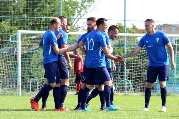 Futbalisti Veľkého Zálužia prešli cez Hlohovec.