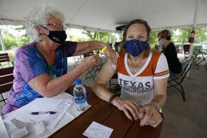 V Texase rastie počet nakazených, v očkovaní za priemerom zaostáva.