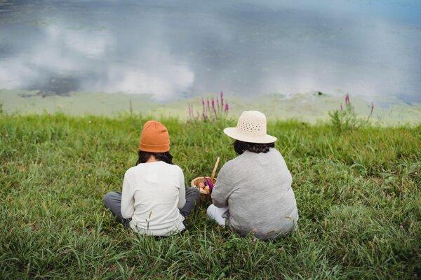 Hovoriť s deťmi o konšpiráciách a hoaxoch si vyžaduje najmä láskavý a rešpektujúci prístup.