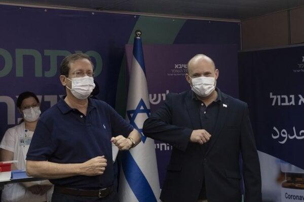 Zľava prezident Izraela  Isaac Herzog a predseda vlády Naftali Bennett.