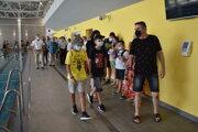 Otvorenú plaváreň si pozreli prví Sninčania. Vyžrebovaných 58 držiteľov karty obyvateľa si v nej aj zaplávalo.